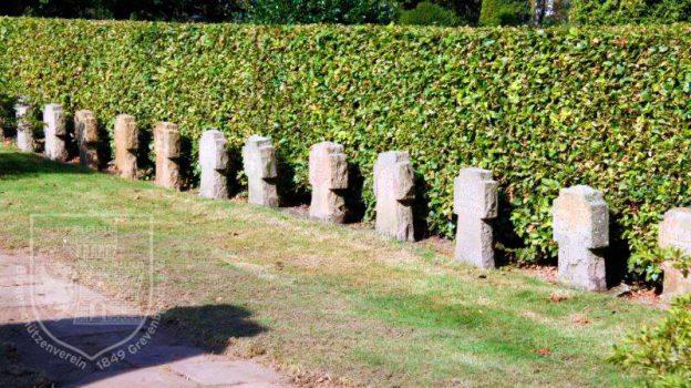 Die gereinigten Kriegsgräber auf dem städtischen Friedhof Grevenbroich