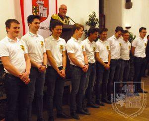 """Die Mitglieder des Jägerzugs """"Graf Kessel 2015"""" erhielten die Oberstehrennadel."""