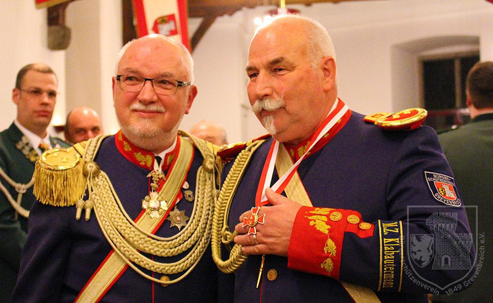 Oberst Joachim Schwedhelm mit seinem Adjutanten oder diesjährigen Oberstordensträger Georg Winkler
